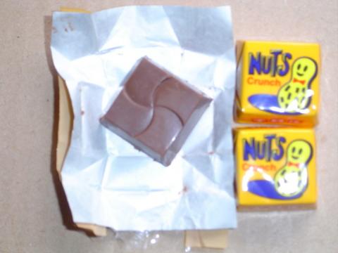 tirol-choco-tokonatsu-peanuts.jpg